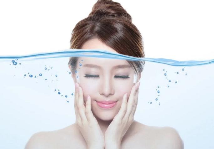 胶原蛋白肽对女性的作用:胶原蛋白保水补水,充盈肌肤